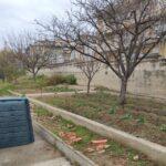 Compostadora instalada en el patio de un instituto