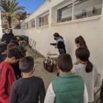 Formació sobre compostatge al pati de l'escola dins del programa CreaCompost a València, programa de sensibilització dissenyat i implementat per Vermican.