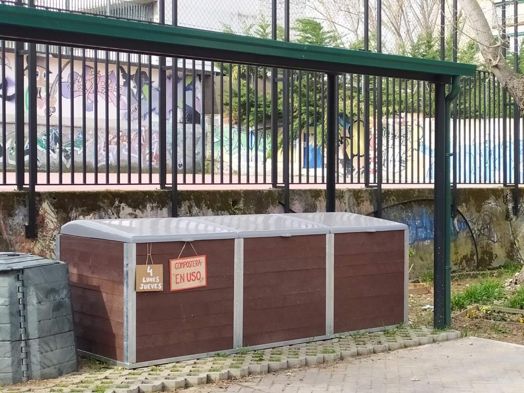 Zona de compostaje comunitario en Hortaleza Madrid con material de Vermican
